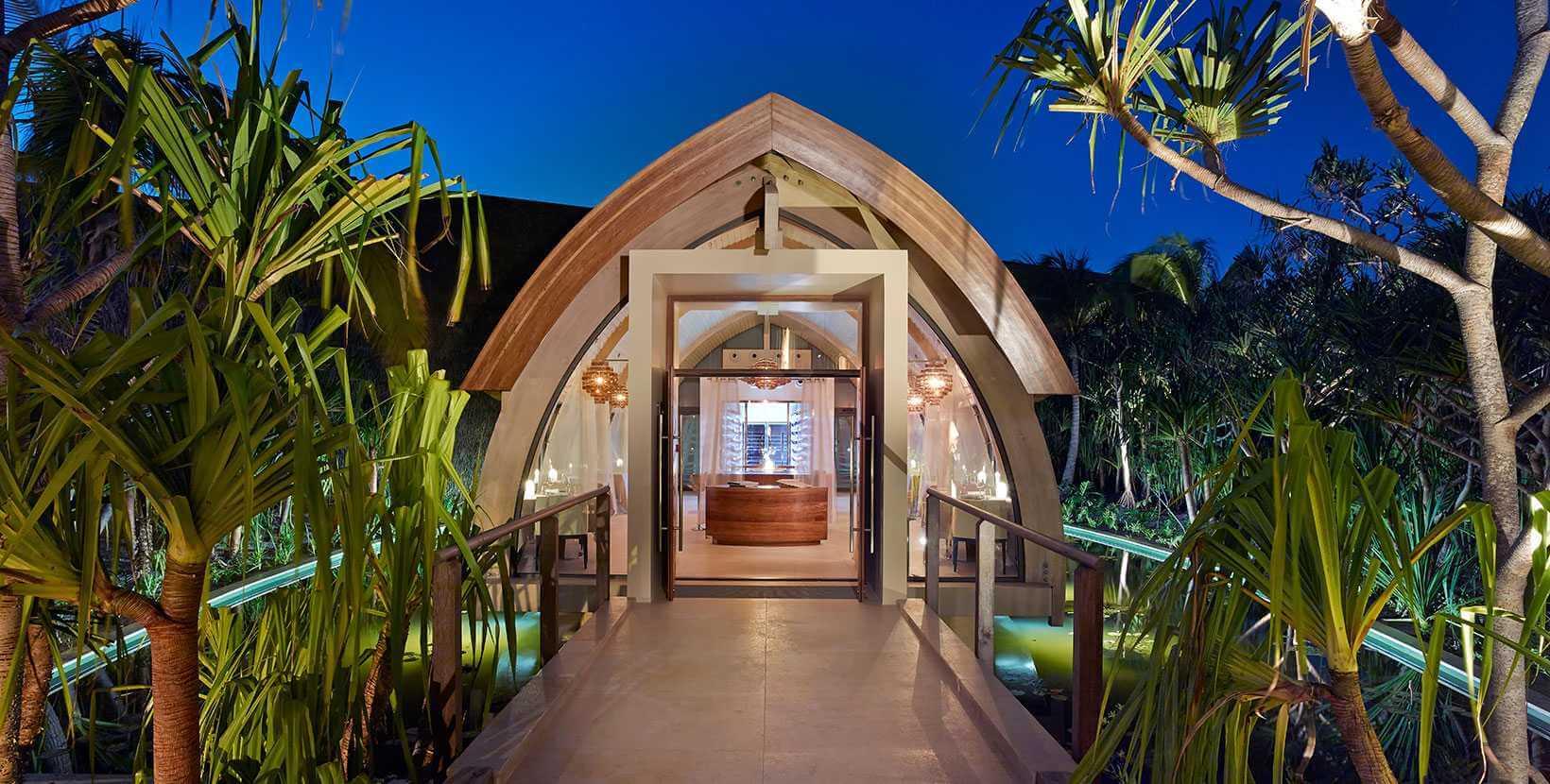 Tahiti-Brando-Mutineer-exterior
